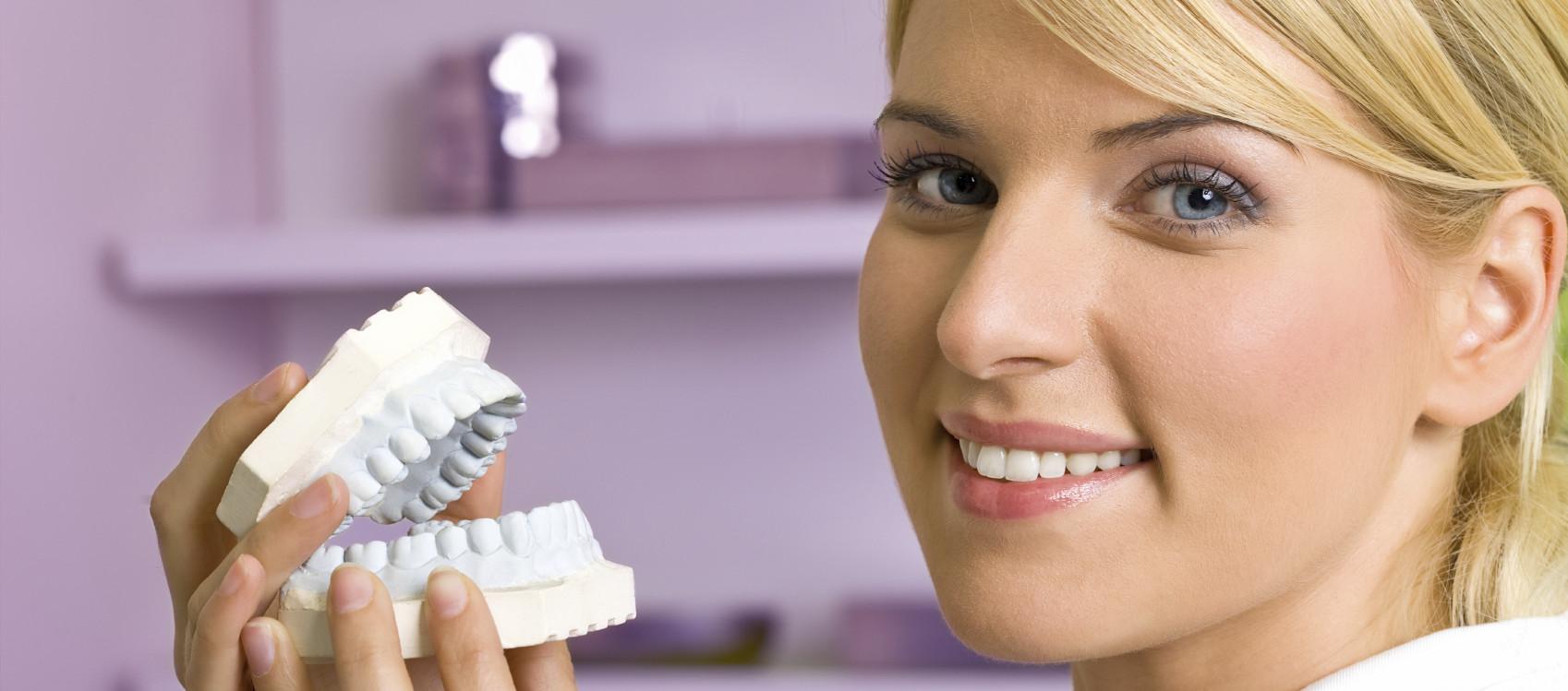 7 dicas sobre facetas em porcelana indispensáveis antes de iniciar o tratamento.