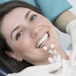 Lente de contato dental. Guia com dicas e informações essenciais.