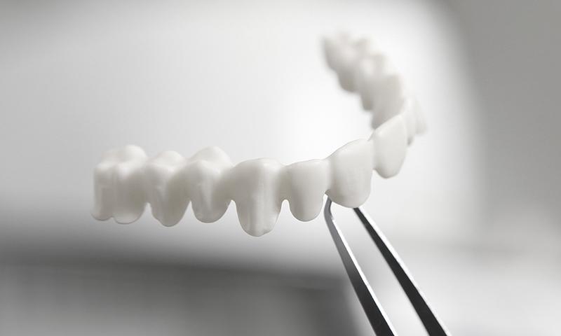 prótese dentária em porcelana zircônia