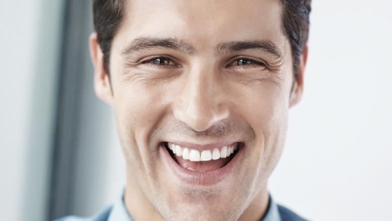 dentes-desgastados-tratamento-com-resina-ou-porcelana