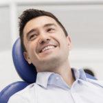Trocar prótese dentária em porcelana antiga conta com novas técnicas.
