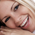 Faceta de porcelana, a técnica de famosos para transformar o sorriso.