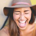 Aumentar dentes pequenos conta com diversas técnicas: selecione a sua.