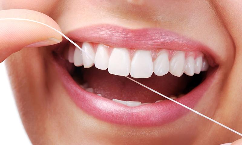 fio dental e retração da gengiva