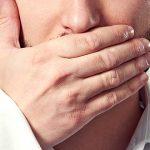 Faceta de resina pode recuperar dente escurecido após canal.