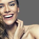 Lente de contato dental é mais segura e evita desgastar os dentes.